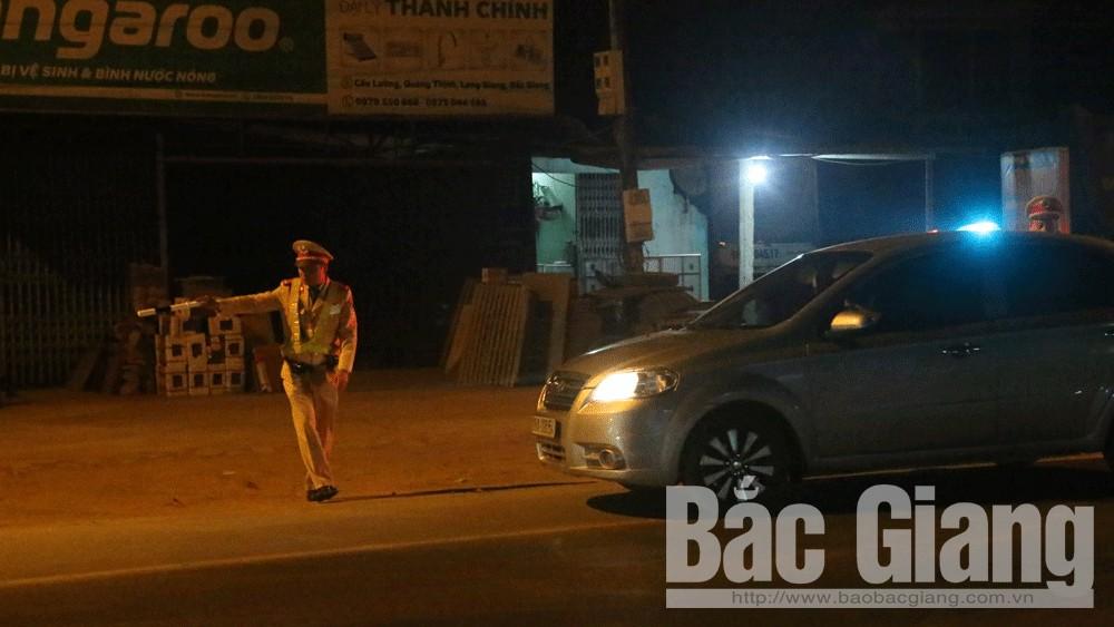 Cảnh sát giao thông Bắc Giang thu giữ nhiều hàng hóa không rõ xuất xứ